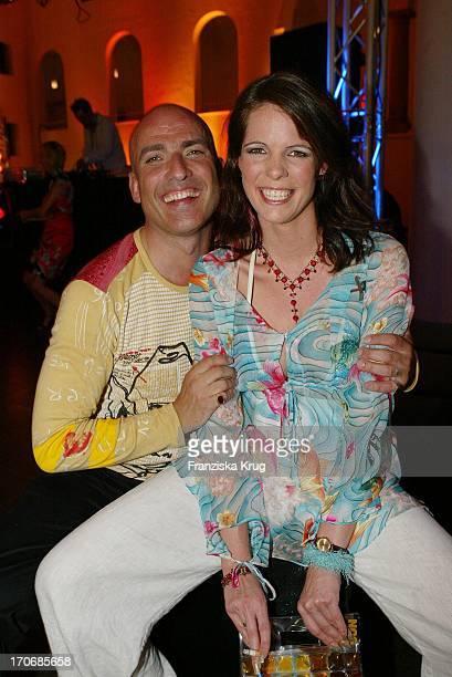 Schauspieler Leon Boden Mit Freundin Sandra Dorke Bei Der Gala Vip Lounge Im K21 Kunstsammlung Nrw In Düsseldorf