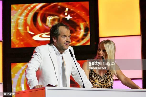 Schauspieler Marek Erhardt Und Clara Himmel Als Laudatoren Bei Der Verleihung Der German Radio Awards In Berlin
