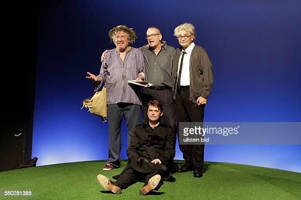 Schauspieler Mathias Harrebye Bramdt als Simpson Matthias Freihof als Einstein und Volker Bramdt als Vagabund Regisseur Paul Baecker am beim...
