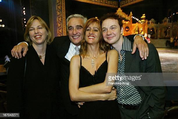 Schauspieler Michael Degen Mit Lebensgefährtin Susanne Sturm Tochter Elisabeth Degen Jens Hasselmann Bei Der Verleihung Des BZ Kulturpreis 2003 Am...