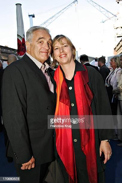 Schauspieler Michael Degen Und Ehefrau Susanne Sturm Beim Zdf Hansetreff Im Dock 10 Der Hamburger Werft BlohmVoss In Hamburg Am 030604