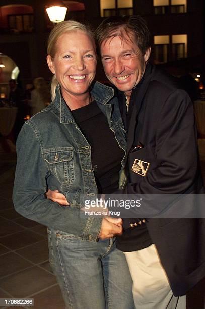 Schauspieler Michael Lesch Seine Ehefrau Christina Amüsieren Sich Bei Der B Becker Trophy Party Im Dorint Royal Golfresort Spa Auf Mallorca