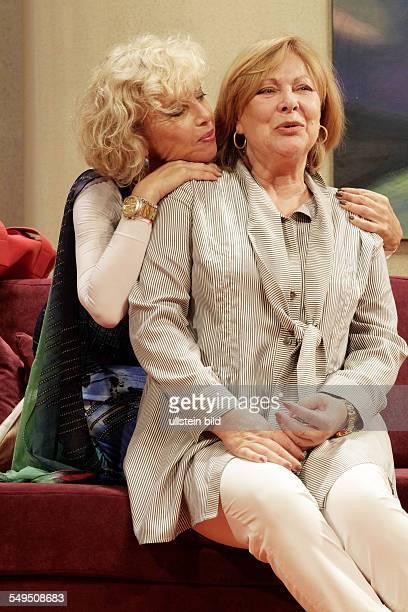 Schauspieler Monica Kaufmann als Katja und Heide Keller als Leah am bei der Probe zum Theaterstueck IN JEDER BEZIEHUNG im Berliner Theater am...