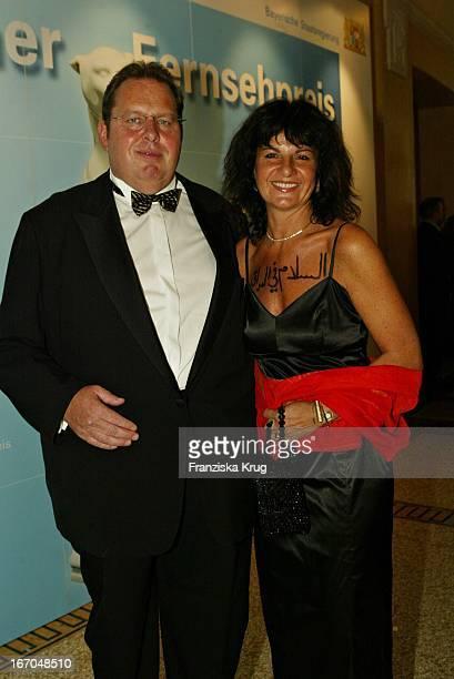 """Schauspieler Ottfried Fischer Und Ehefrau Renate Bei Der Verleihung Des """"Bayerischen Fernsehpreis"""" Im Prinzregententheater In München Am 070504 ."""
