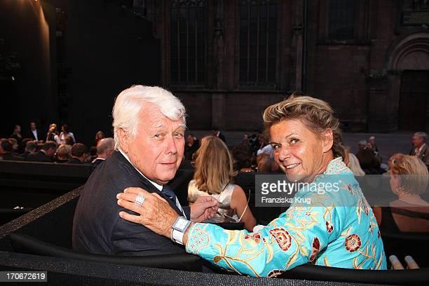 Schauspieler Peter Weck Und Ehefrau Ingrid Muttone Vor Der Premiere Der Nibelungenfestspiele In Worms