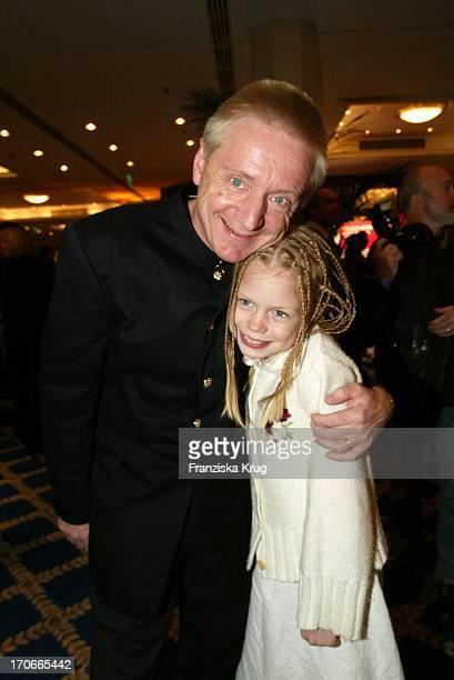 Schauspieler Pierre Franckh Mit Tochter Julia Beim Gala Abend Dvd Night Im Arabella Sheraton In München Am 301003