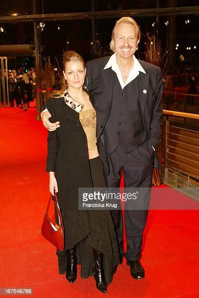 Schauspieler Reiner Schöne Freundin Anja Drendel Bei Berlinale 2002 Preisverleihung Am 170202