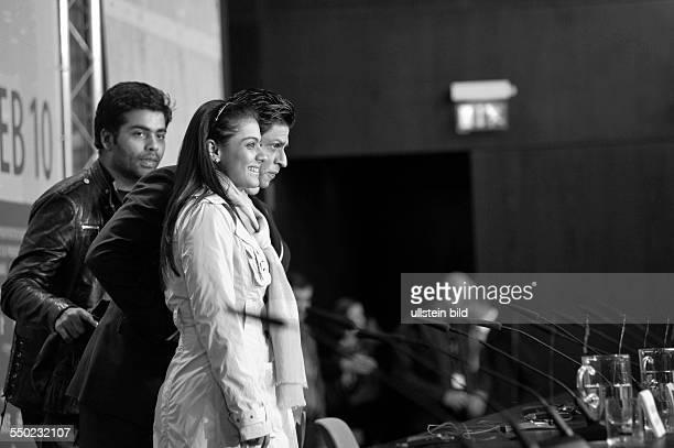 Schauspieler Shah Rukh Khan mit Schauspielerin Kajol Devgan und Regiesseur Karan Johar anlässlich der Pressekonferenz zum Film My Name Is Khan...