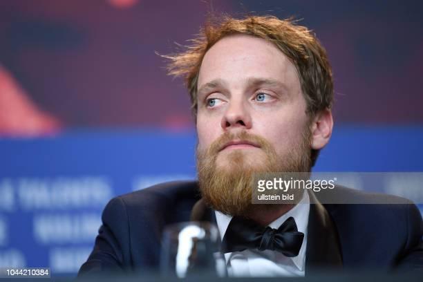 Schauspieler Stefan Konarske während der Pressekonferenz zum Film MEIN BRUDER HEISST ROBERT UND IST EIN IDIOT anlässlich der 68 Berlinale
