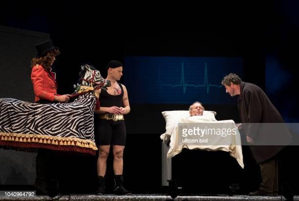 Schauspieler Stephan Szasz als Jakob Jakobi Jochen Horst als Abel Baumann Johann Fohl als Marco Michaela Wiebusch als Zirkusdirektorin am bei der...