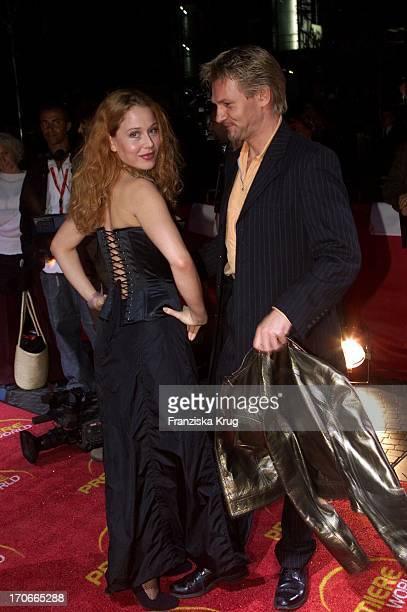 """Schauspieler Thure Riefenstein + Patricia Lueger Bei """"Moulin Rouge"""" Premiere In Berlin 081001"""