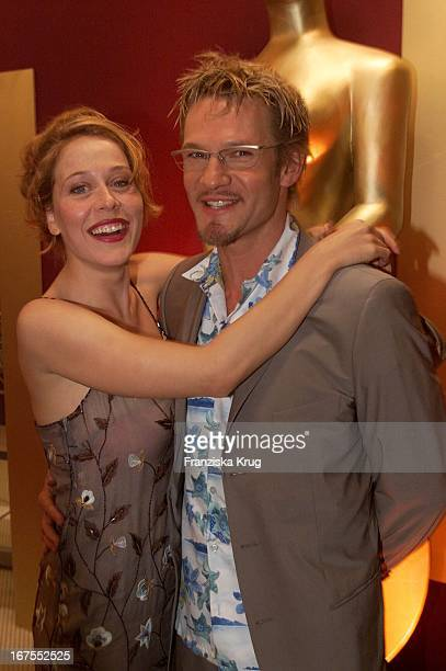 Schauspieler Thure Riefenstein Und Seine Freundin Patricia Lueger Bei Der Verleihung Deutscher Videopreis 2002 In München Am 310102