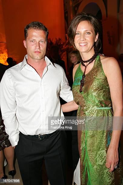 """Schauspieler Til Schweiger Mit Ehefrau Dana Bei Der Verleihung Der """"Goldenen Feder"""" In Der Handelskammer In Hamburg ."""