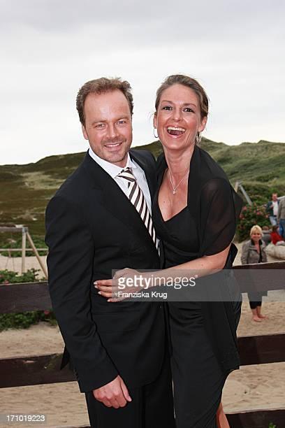 Schauspieler Till Demtröder Mit Ehefrau Julia Beim Empfang In Der Sansibar Nach Der Kirchlichen Hochzeit Von Andreas_Fritzenkötter Und...