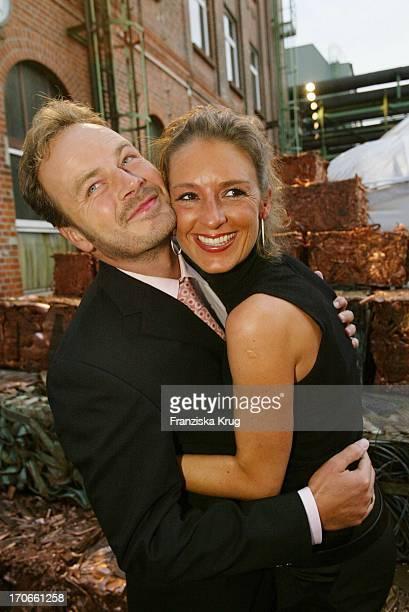 Schauspieler Till Demtröder Mit Ehefrau Julia Beim 'Zdf Hansetreff' In Der Hovestrasse Im Industriegebiet In Hamburg