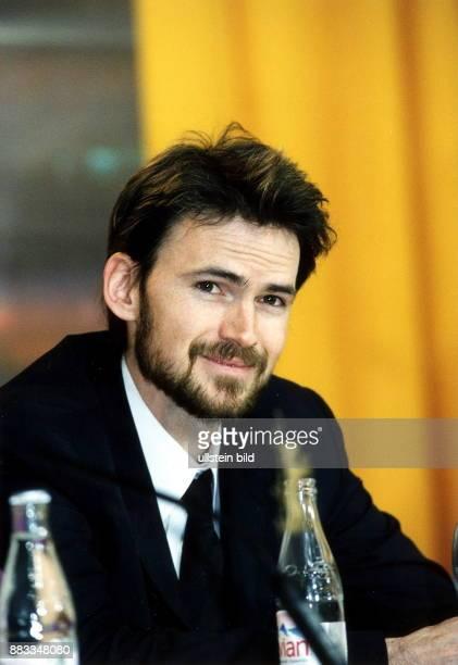 Schauspieler USA Porträt während der Pressekonferenz zur Premiere des Films 'The Million Dollar Hotel' auf den Filmfestspielen Berlin Februar 2000