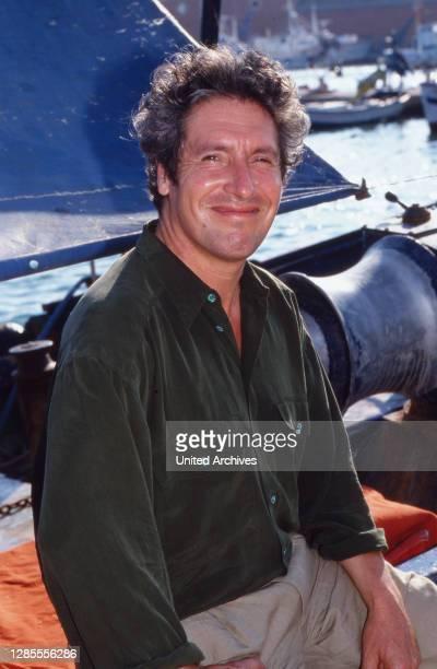 Schauspieler Volker Brandt in einem Hafen auf Mallorca, Spanien 1989.