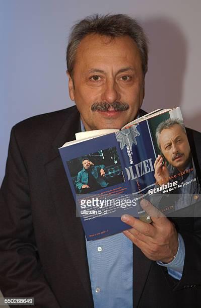 Schauspieler Wolfgang Stumph stellt sein Buch -Stubbe: Der Mann für jeden Fall- vor während der Presentation des ZDF-Films -Stubbe - Von Falls zu...