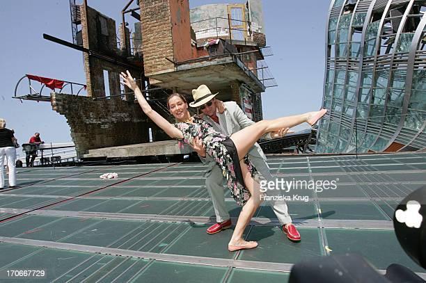 Schauspielerehepaar Lisa Seitz Und Ehemann Max Tidof Nach Der Bootsfahrt Auf Dem Bodensee Anlässlich Der Bregenzer Festspiele Am 220704