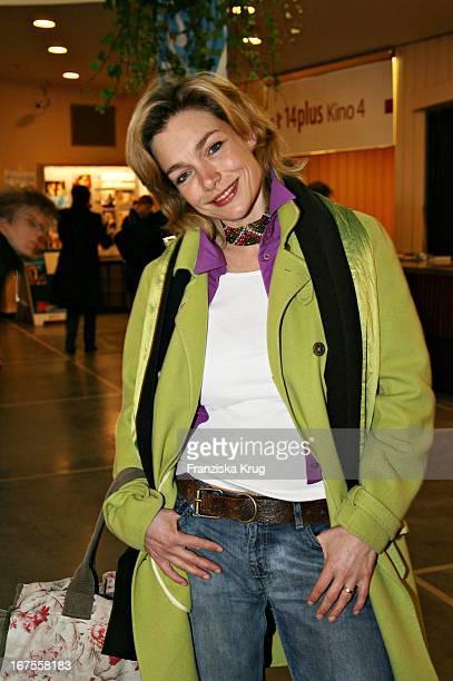 Schauspielerin Aglaia Szyczkowitz Bei Der 'Der Räuber Hotzenplotz' Premiere Bei Der Berlinale Am 120206