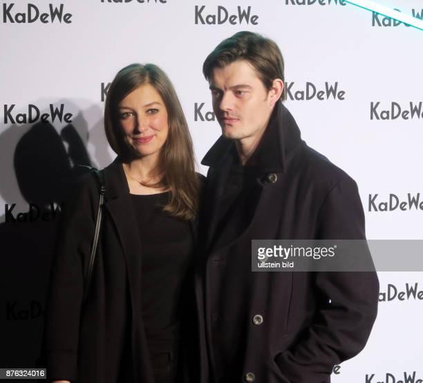 Schauspielerin Alexandra Maria Lara und Freund Sam Riley aufgenommen im KadeWe in Berlin Schöneberg Eine Umbauphase ist beendet und wurde mit On a...