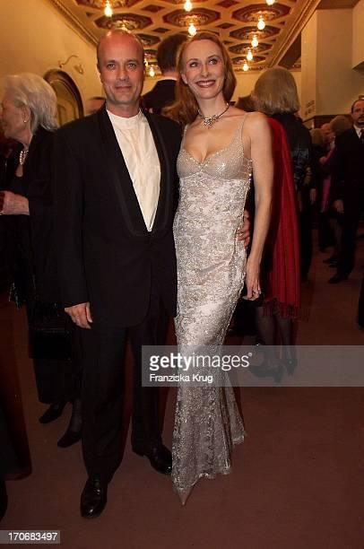 """Schauspielerin Andrea Sawatzki + Ihr Freund Christian Berkel Bei Der """"Sir Peter Ustinov Geburtstags Gala"""" 060401"""