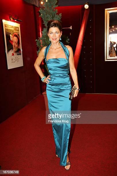 Schauspielerin Anja Kruse Bei Der Verleihung Des Brisant Brillant Im Tipi Zelt Am Kanzleramt In Berlin Am 030905