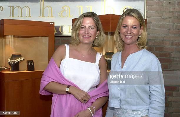 Schauspielerin Anja Schüte mit ihrer langjährigen Freundin Andrea Kohlstadt beim BulgariSommerfest in Sylt