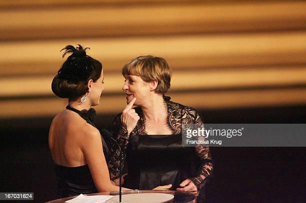 Schauspielerin Anna Thalbach Und Ihre Mutter Katharina Bei Der Verleihung Des Bayerischen Filmpreis Im Prinzregententheater In München .
