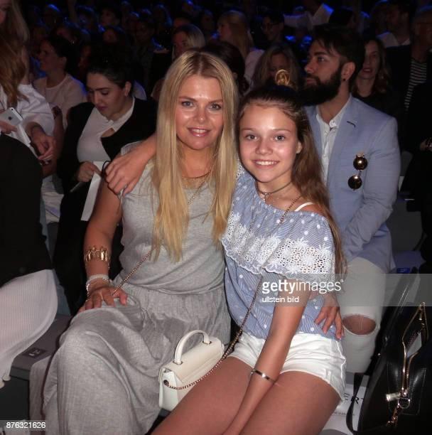 Schauspielerin Anne Sophie Briest und Tochter Faye aufgenommen bei der Fashionshow von Guido Maria Kretschmer im Erika Hess Eisstadion in Berlin...