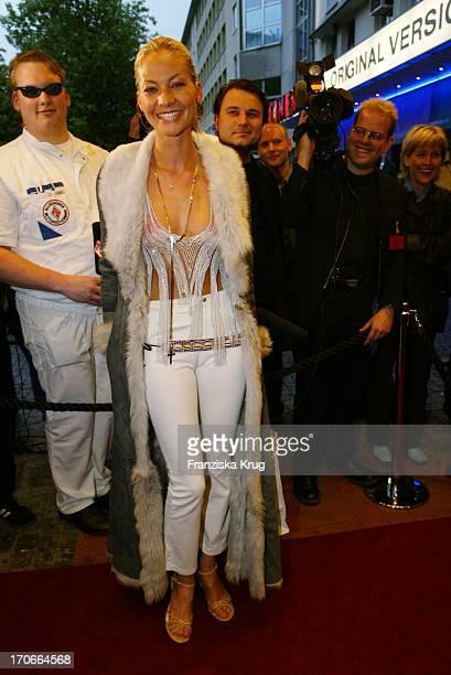 Schauspielerin Annika Murjahn Bei Der Charity Vorpremiere 'Star Wars Episode Ii' Im Münchener Cinema Zugunsten Der Stiftung 'Horizont'
