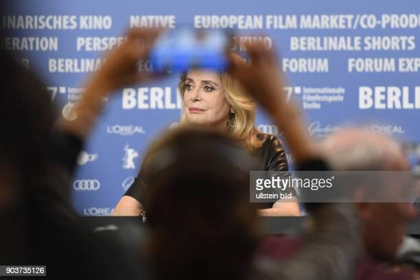 Schauspielerin Catherine Deneuve bei der Pressekonferenz zum Film SAGE FEMME / THE MIDWIFE anlässlich der 67 Berlinale
