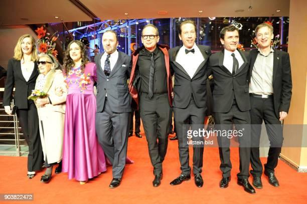 Schauspielerin Cecile de France Regisseur Etienne Comar und Schauspieler Reda Kateb mit der Filmcrew des Eröffnungsfilms DJANGO anlässlich der...