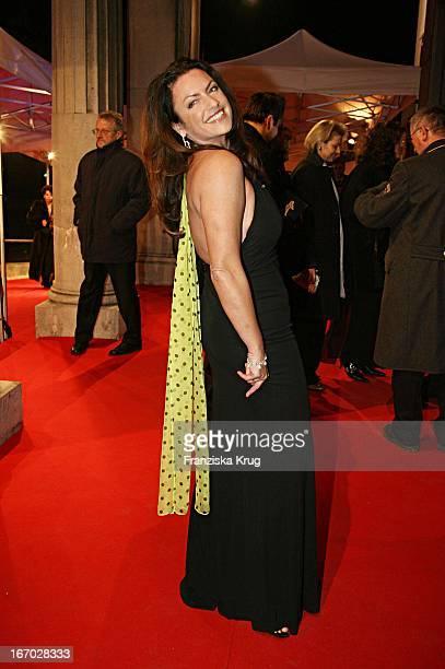Schauspielerin Christine Neubauer Bei Der Ankunft Zur Verleihung Des Bayerischen Filmpreises Im Prinzregententheater In München Am 130106