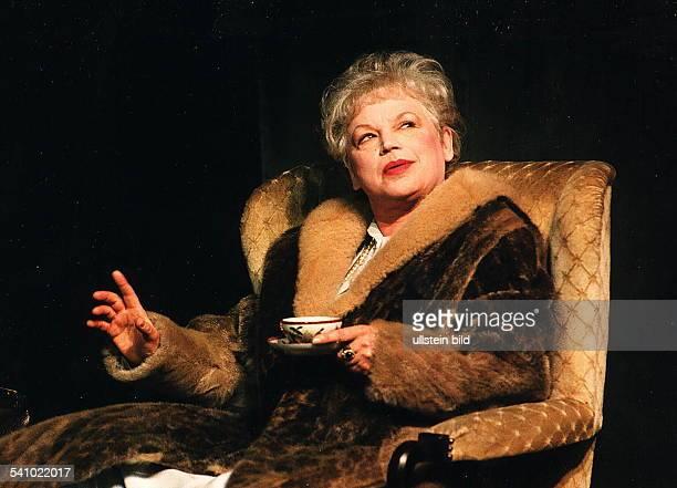 Schauspielerin D als Mutter in dem Theaterstück `AmZiel' von Thomas Bernhard in einerAufführung der Studiobühne desMaximGorkiTheaters Berlin unter...
