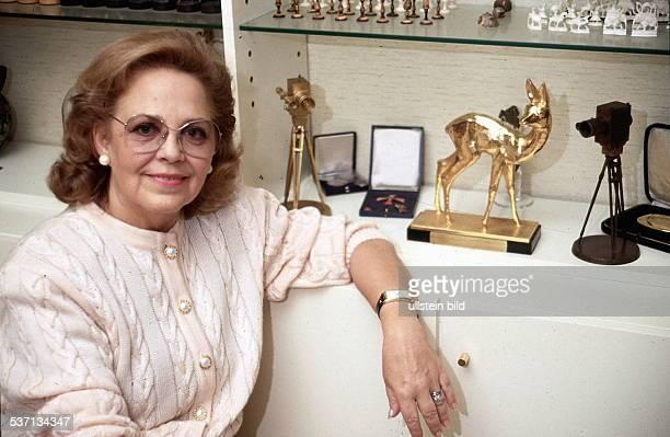 Schauspielerin; D, - Porträt, neben verschieden Ehrungen, und Auszeichnungen - 1991