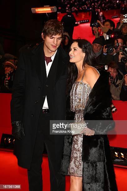 Schauspielerin Demi Moore Und Ehemann Schauspieler Ashton Kutcher Bei Der Happy Tears Premiere Im Berlinale Palast Bei Der 59 Berlinale In Berlin