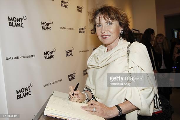 Schauspielerin Dunja Siegel Bei Der Vernissage Von Montblanc 20 Jahre Montblanc Patron Of Art Edition In Der Galerie Neumeister In München
