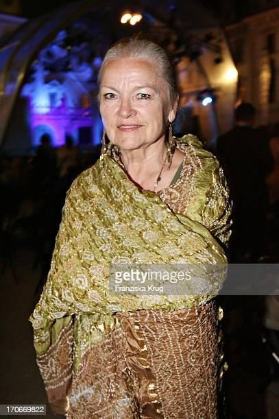 Schauspielerin Eva Maria Hagen Bei Der Eröffnung Der Thurn Und Taxis Schlossfestspiele Mit Dem Theaterstück Romeo Und Julia Auf Schloss Emmeram In...