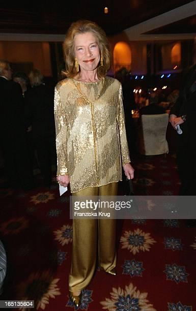 Schauspielerin Evelyn Hamann Beim Konzert Zum 80 Geburtstag Von Vicco_Von_Bülow In Der Deutschen Oper In Berlin Am 201103