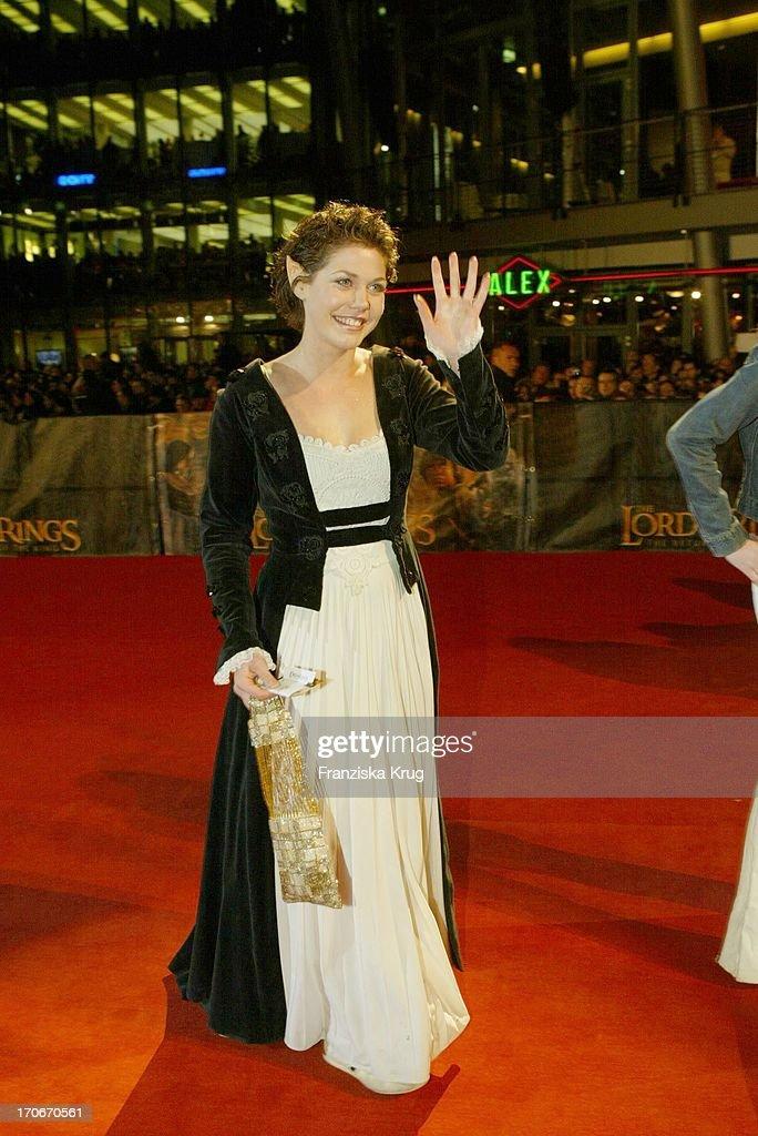 Schauspielerin Felicitas Woll Im Elben Kostum Bei Der Ankunft Zur News Photo Getty Images