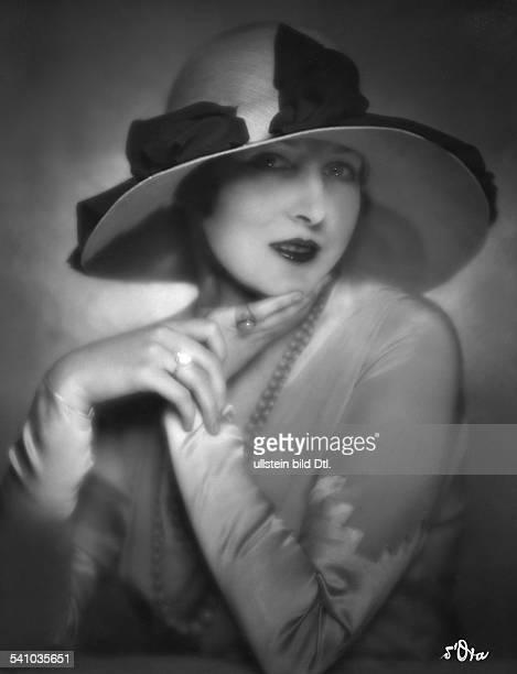 Schauspielerin Frankreichträgt ein Hutmodell von Agneserschienen Dame 11/1928Fotograf d'Ora