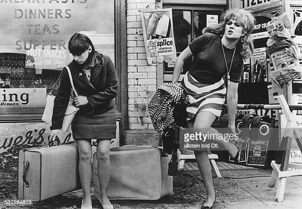 1943 Schauspielerin GB mit Rita Tushingham in 'Smashing Time' 1967