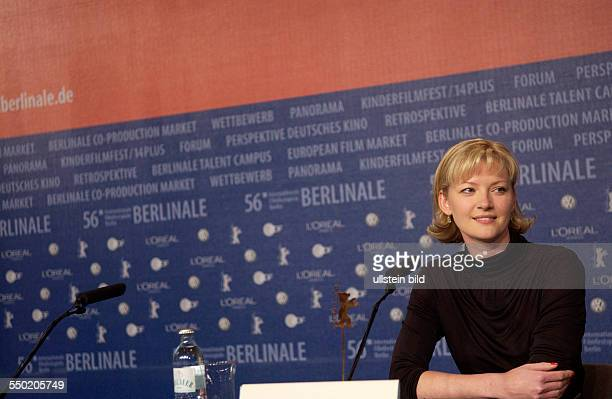 Schauspielerin Gretchen Mol während der Pressekonferenz zum Film The Notorious Bettie Page auf den 56 Internationalen Filmfestspielen in Berlin