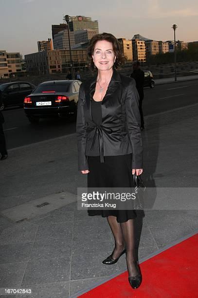 Schauspielerin Gudrun Landgrebe Bei Der Verleihung Der Bunte 'One 100 Deutschlands Beste Köche' Im Restaurant Felix In Berlin
