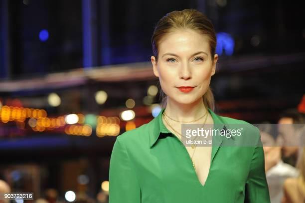 Schauspielerin Hannah Herzsprung anlässlich der Eröffnung der 67 Berlinale mit dem Film DJANGO