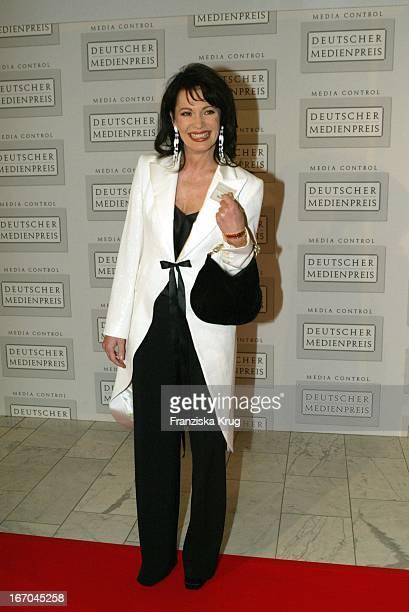 Schauspielerin Iris Berben Bei Der Ankunft Zur Verleihung Des Deutschen Medienpreis 2003 In Baden Baden Am 210104