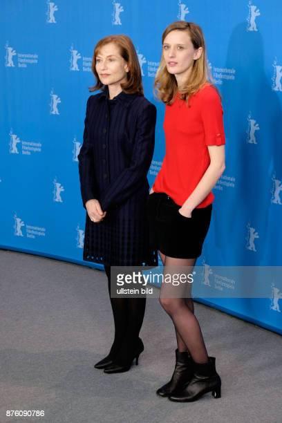 Schauspielerin Isabelle Huppert und Regisseurin Mia HansenLove während des Photo Calls zum Film L'Avenir/Things To Come anlässlich der 66...