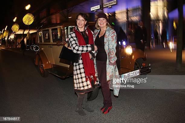 Schauspielerin Janina Hartwig Und Jutta Speidel Bei Der Ard Blue Hour The Opening Party In Den Räumen Der Daimler Financial Services Ag In Berlin Im...