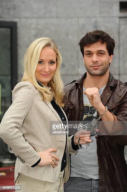 Schauspielerin Janine Kunze und Schauspieler Kai Schumann in der neuen ZDFSerie Heldt beim Fototermin in Köln